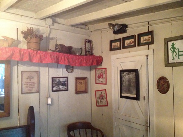 photo 1 A HIDDEN GEM: COLD SPRINGS TAVERN   The Sche Report / Margaret Sche