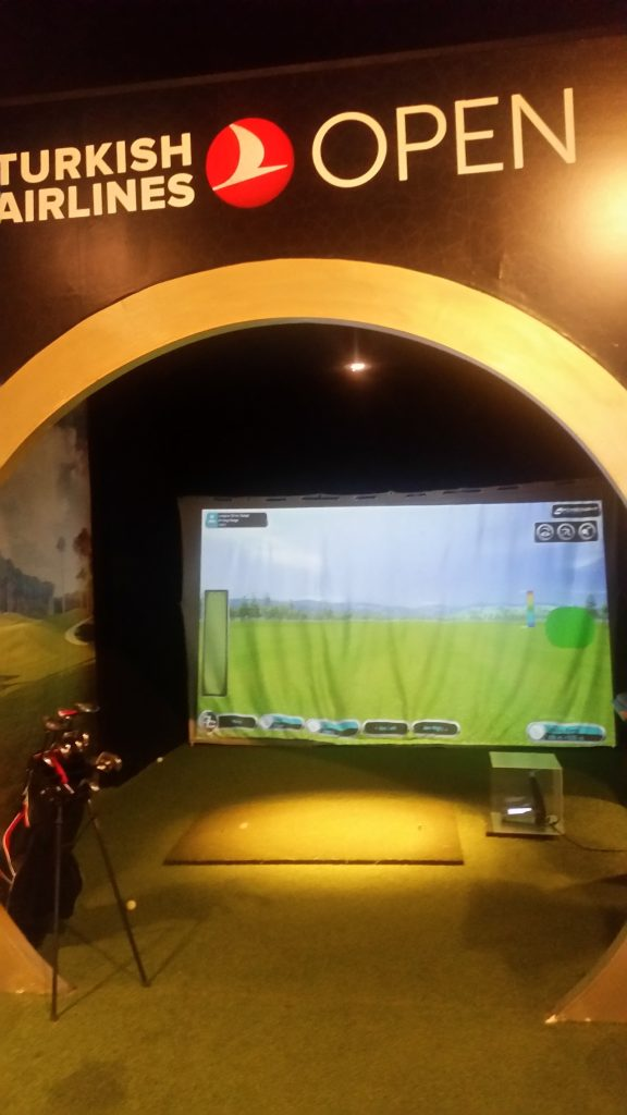 The golf simulator located inside of the Turkish Airlines CIP Lounge in Istanbul.