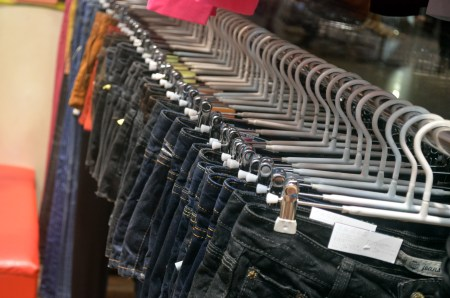 Clothing_Rack_of_Jeans