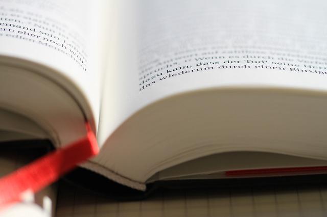 e13db90d21f11c3e81584d04ee44408be273e6dc1eb5164490f1_640_bible