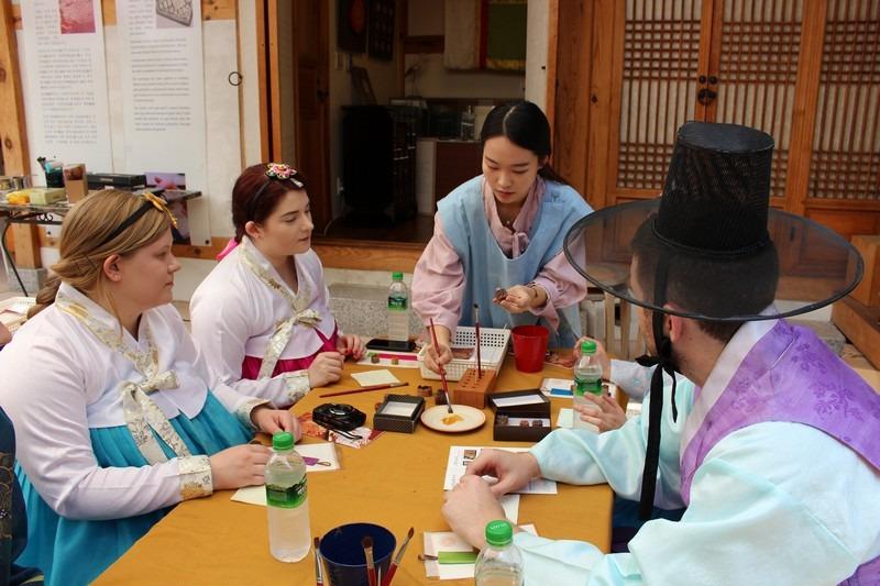 The Soul of Seoul Tours: Hanboks, Tea & Gold