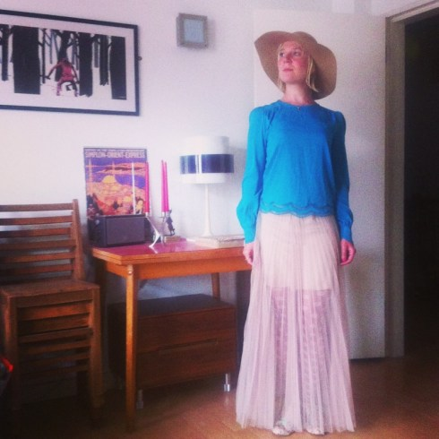 Dressing in my Rentez-Vous skirt, a Miss Selfridge top and wide-brimmed hat