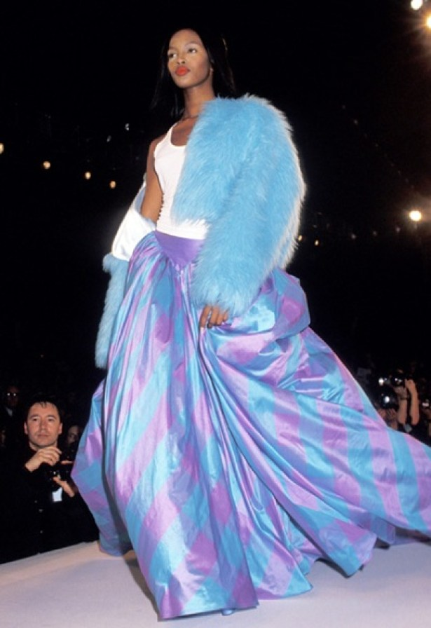 Naomi Campbell in a similar silhouette, also in the1994 show from Unzipped.