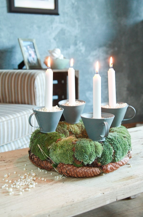 DIY-advent-candles-ideas-moss-and-candles-pine-cones-rustic-Christmas-decoration