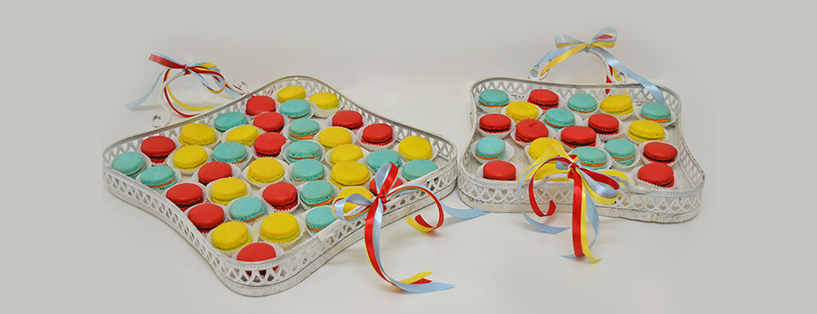 TRAYS-WITH-MACARONS