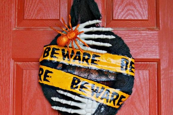 beware-monster-wreath-6_zpsade9b8ce (1)