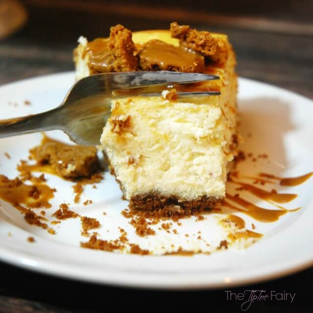 Cookie Butter Cheesecake - an amazing #dessert! #ad #SweetenTheSeason #CookingUpHolidays