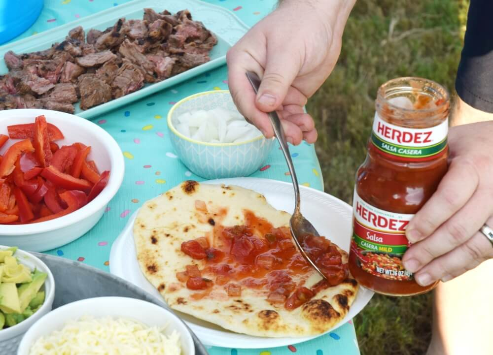 Grilled Fajita Flatbread for tailgating w/ @HerdezBrand & @Walmart! #AuthenticSalsaStyle #ad