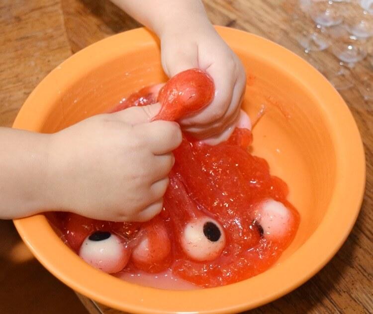 Make your own creepy #Halloween Eyeball Slime! #ad #WaterWipesWalgreens #craft