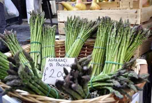 Catania Market - asparagus