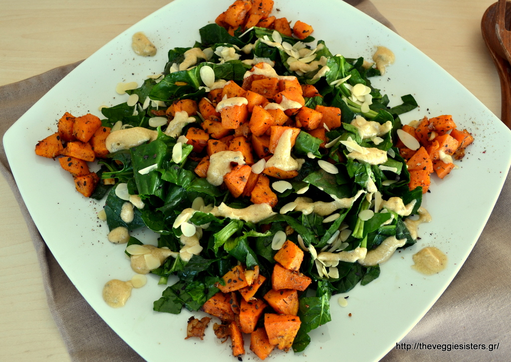 Σαλάτα με σπανάκι, ψητή γλυκοπατάτα κ σως ταχινιού