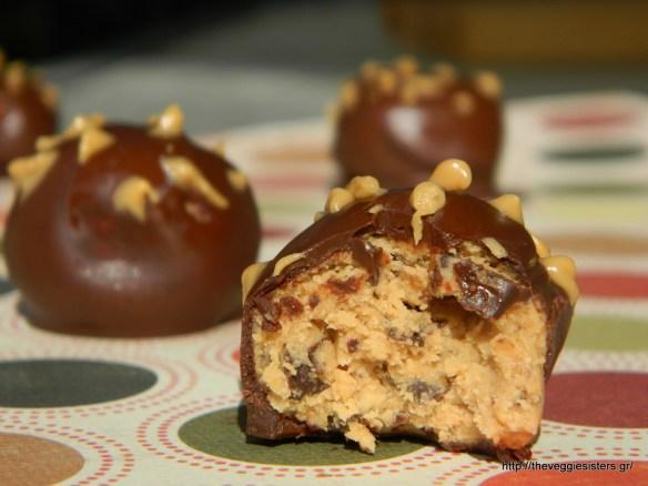 Σοκολατένια τρουφάκια με φυστικοβούτυρο