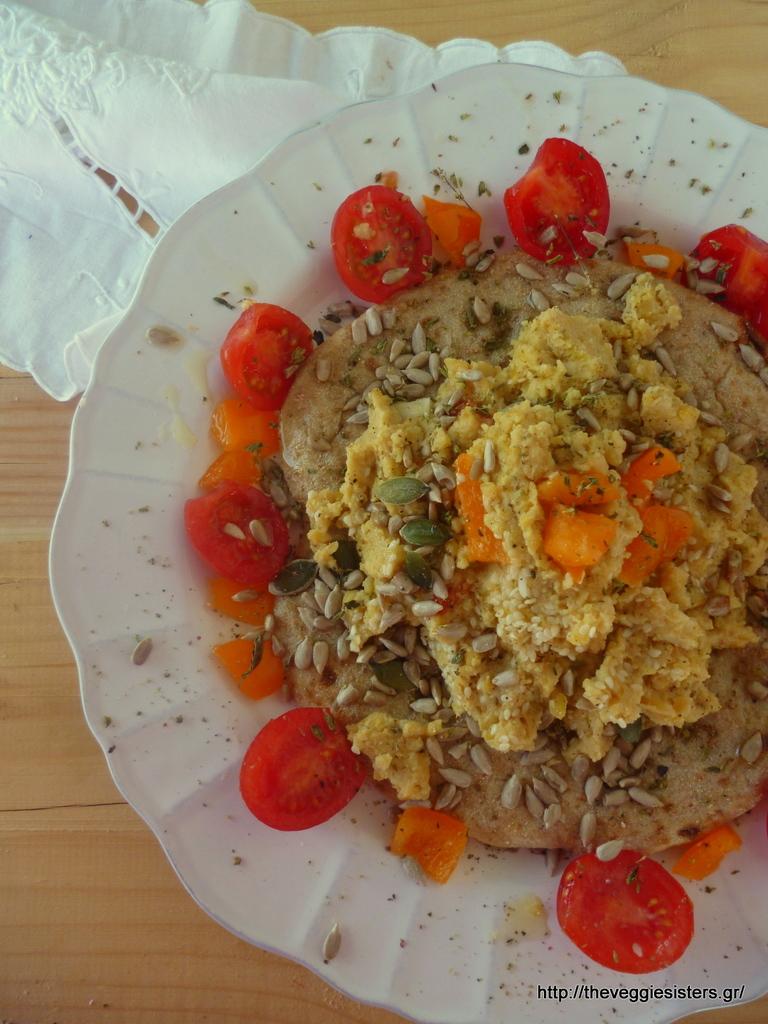 Ιδέα για ελαφρύ γεύμα: πίτα με χούμους κ ντομάτα