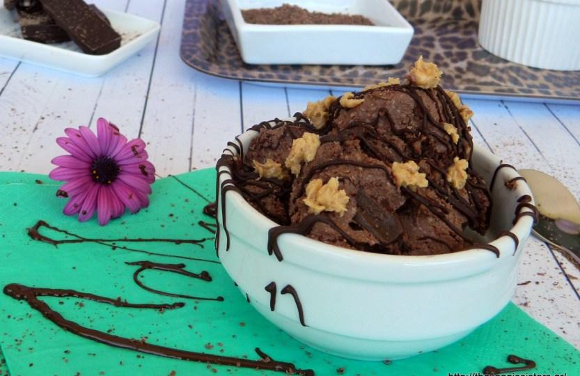 Νηστίσιμο παγωτό με σοκολάτα και φυστικοβούτυρο