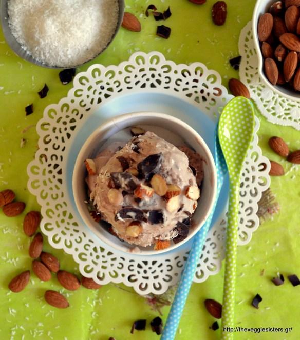 Νηστίσιμο παγωτό σοκολάτα-καρύδα