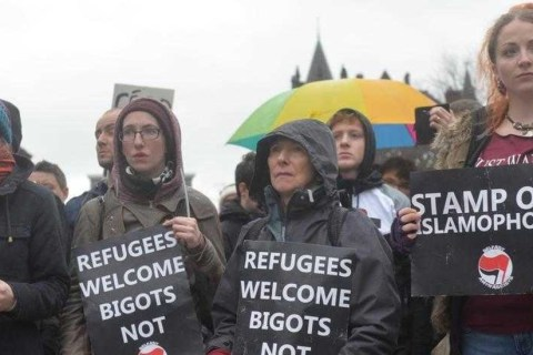 migrant_refugee-welcome-protest