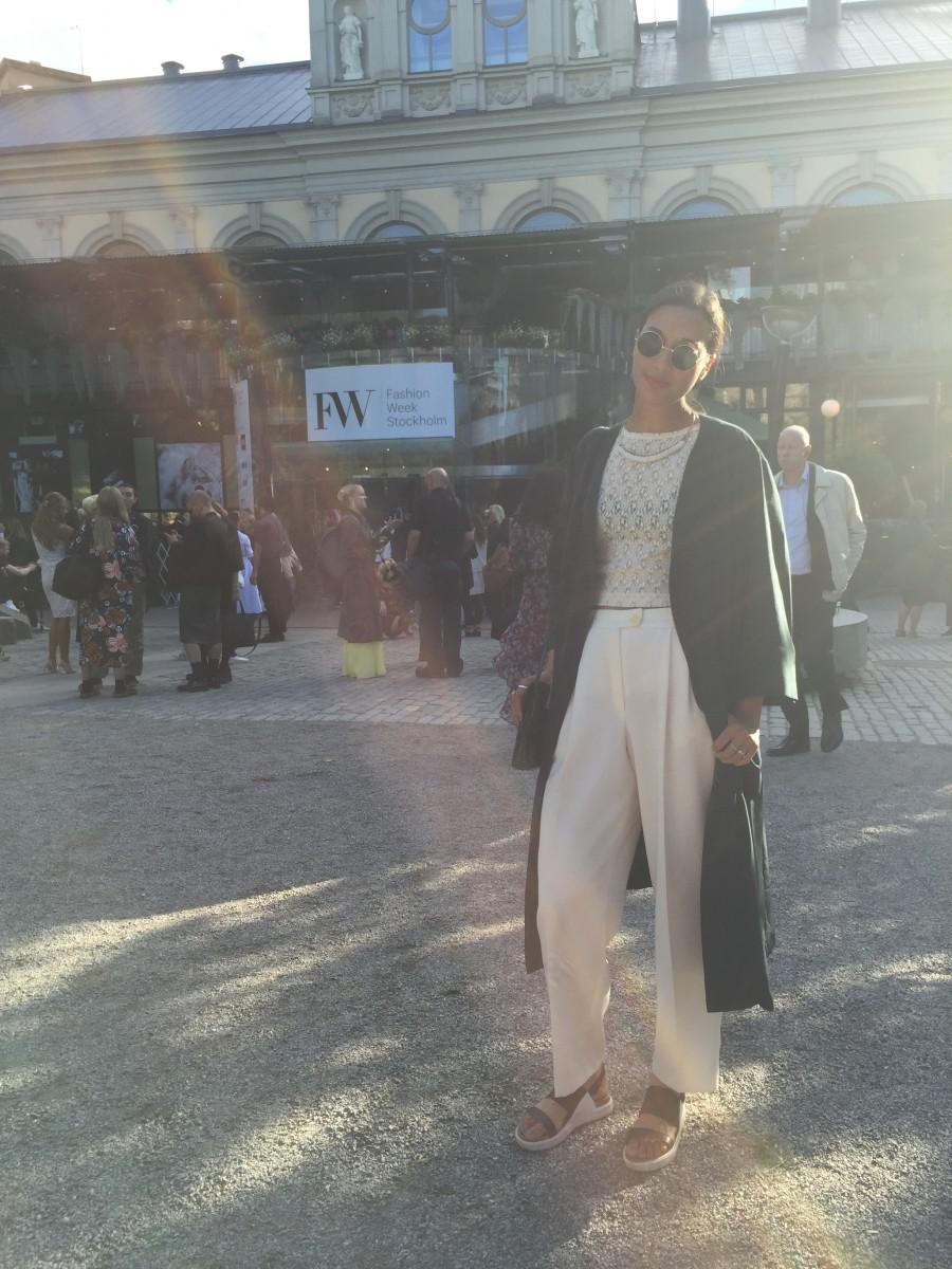 Sara i kappa från Klädoteket, vintagetopp och byxor