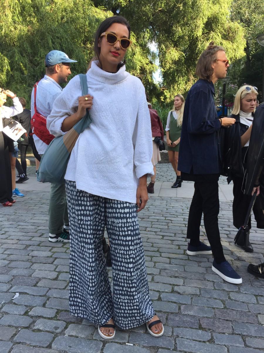 Sara i tröja från Humana och egendesignade byxor