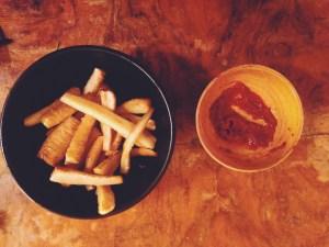 ugnsrostad palsternacka med dipsås av tomat och gran
