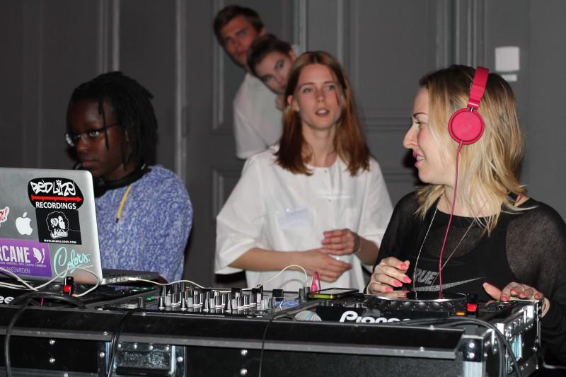 DJ Jessica Wejhem och Justine Balagade