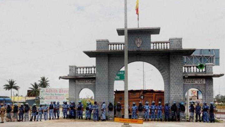 Security has been beefed up around the Karnataka-Tamil Nadu border to prevent disturbances. Credit: PTI