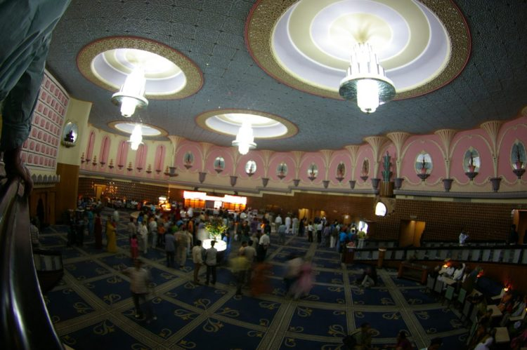 The lobby of Raj Mandir cinema, Jaipur. Credit: Nick Woodford/Flickr, CC BY 2.0