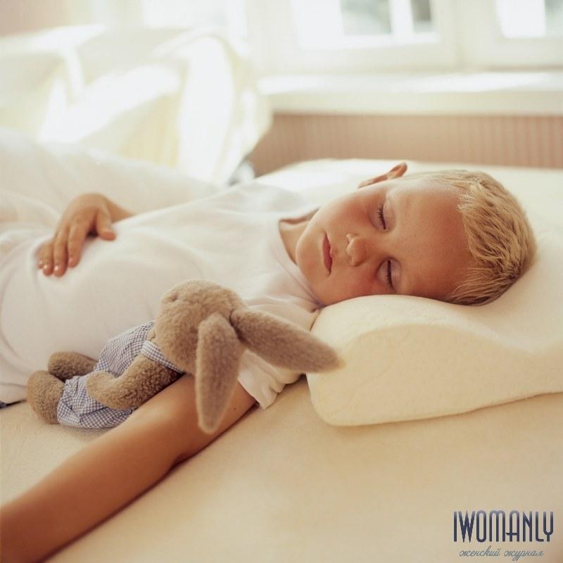 В первый секс нужно подложить подушку