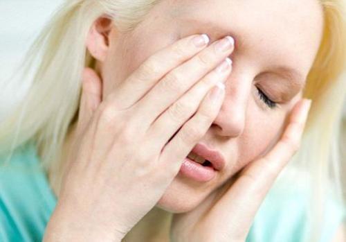 Почему могут болеть глаза при движении