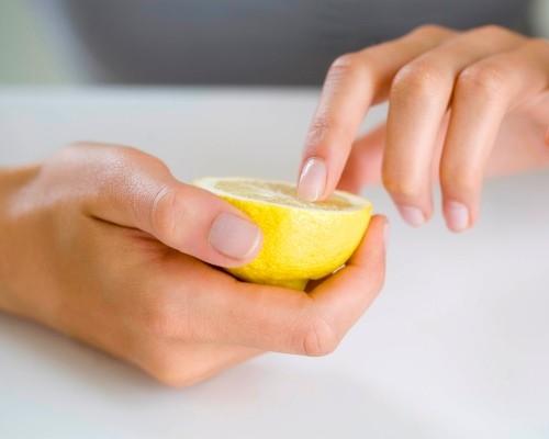 Ногти лимон