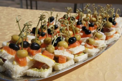 canape-with-red-fish-big-1024x680