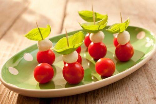 kanape-s-mocarelloy-i-pomidorami-cherri-1036-50312
