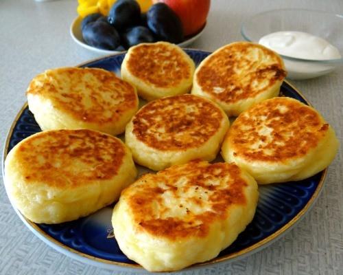 рецепт сырников из творога классические на сковороде с манкой