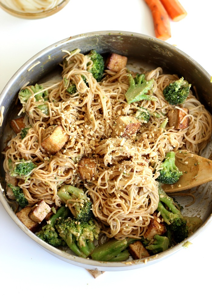 Vegan Spicy Peanut Noodles with Tofo on theyoopergirl.com