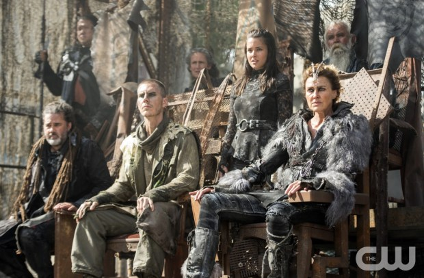"The 100 -- ""Watch The Thrones"" -- Image HU304a_0225 -- Pictured (Center L-R): Rhiannon Fish as Ontari (Standing) and Brenda Strong as Nia -- Credit: Cate Cameron/The CW -- © 2016 The CW Network, LLC. All Rights Reserved"