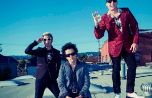 green-day-recensione-revolution-radio