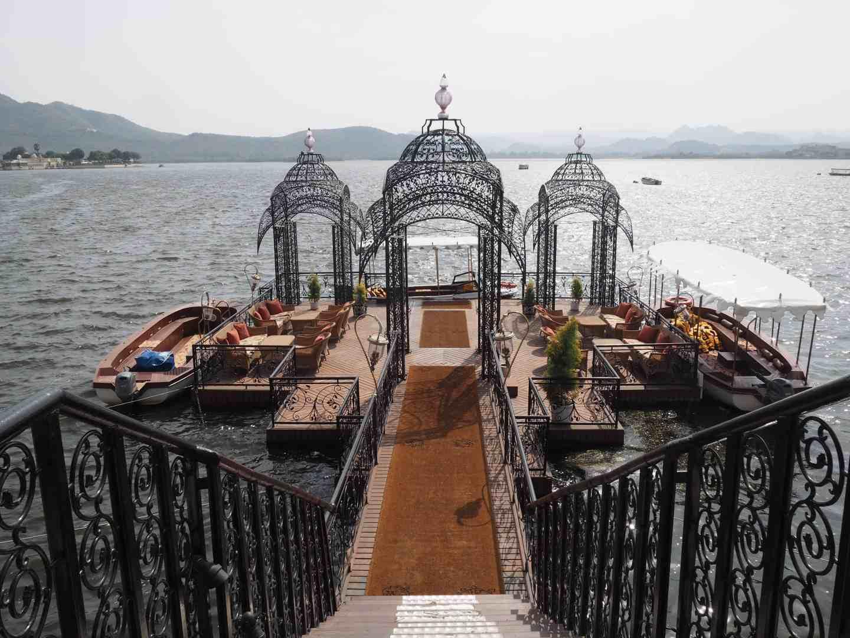 taj lake palace jetty udaipur