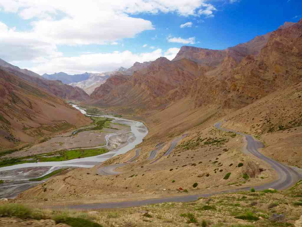 TRAVELLING FROM MANALI TO LEH BY ROAD: ALL YOU NEED TO KNOW