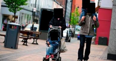 People-walking-in-street.-003
