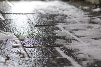 1280px-black_ice_on_footway.