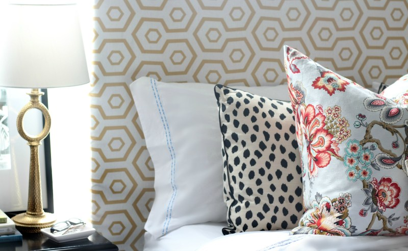 Perfect Linens in the guestroom | Double stripe for the guestroom || This is our Bliss || www.thisisourbliss.com