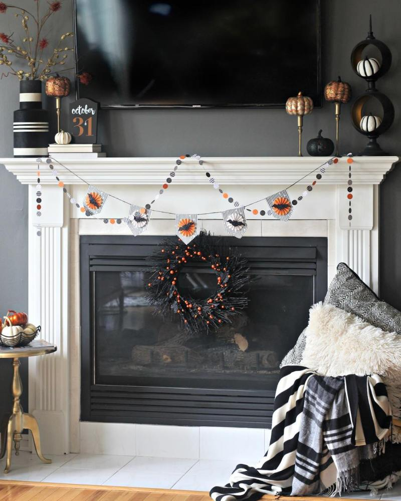 My lastminute simple Halloween Mantel is on the blog today!hellip