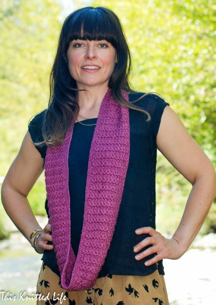 DSC_0015Linto Creek Cowl pattern by Andrea @ This Knitted Life. No cabling. No rolling. Knit in the round, so no seaming. Easy!