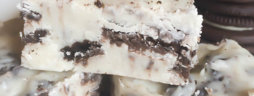 Oreo Cookies and Cream Fudge | thiswifecooks.com