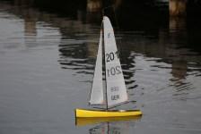 Ferngesteuertes Segelboot