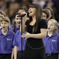 [VIDEO] Kelly Clarkson's Amazing Performance Of 'The Star Spangled Banner' Before Super Bowl XLVI