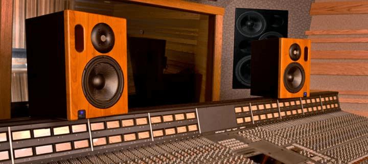 ks-digital-adm20-firtec-dsp-studio-monitor-action-picture-2_1