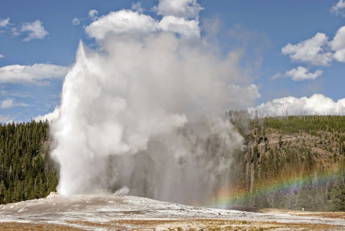 The Old Faithful.             Image Source: Wikipedia Commons