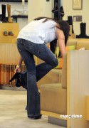 91fff792882998 Sofia Vergara shops at Barneys New York in Beverly Hills, Aug 12, 2010