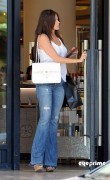 4b01dd92882986 Sofia Vergara shops at Barneys New York in Beverly Hills, Aug 12, 2010