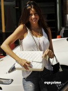 c611c392882887 Sofia Vergara shops at Barneys New York in Beverly Hills, Aug 12, 2010